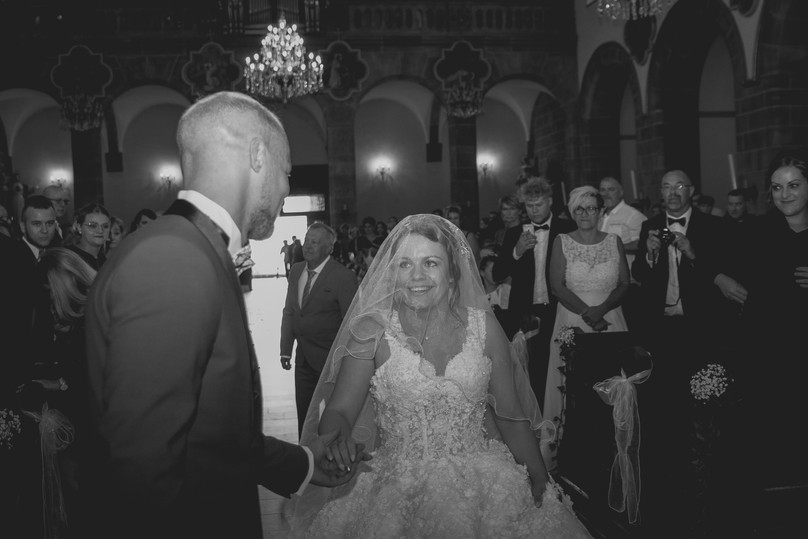 L'entrée des mariés / Photographe / Eglise