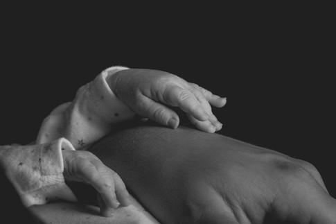 Main bébé / Photographe naissance / Moselle