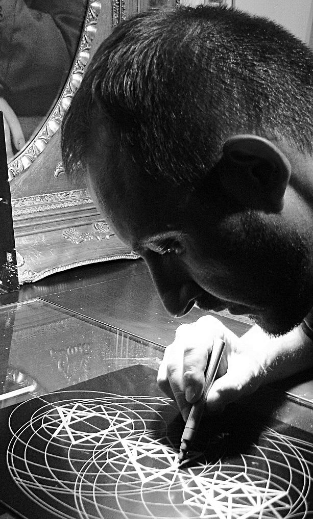 Joma Sipe em trabalho no seu Estúdio l Joma Sipe Working in his Studio jomasipe