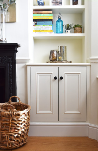 Fitted bookcase unit