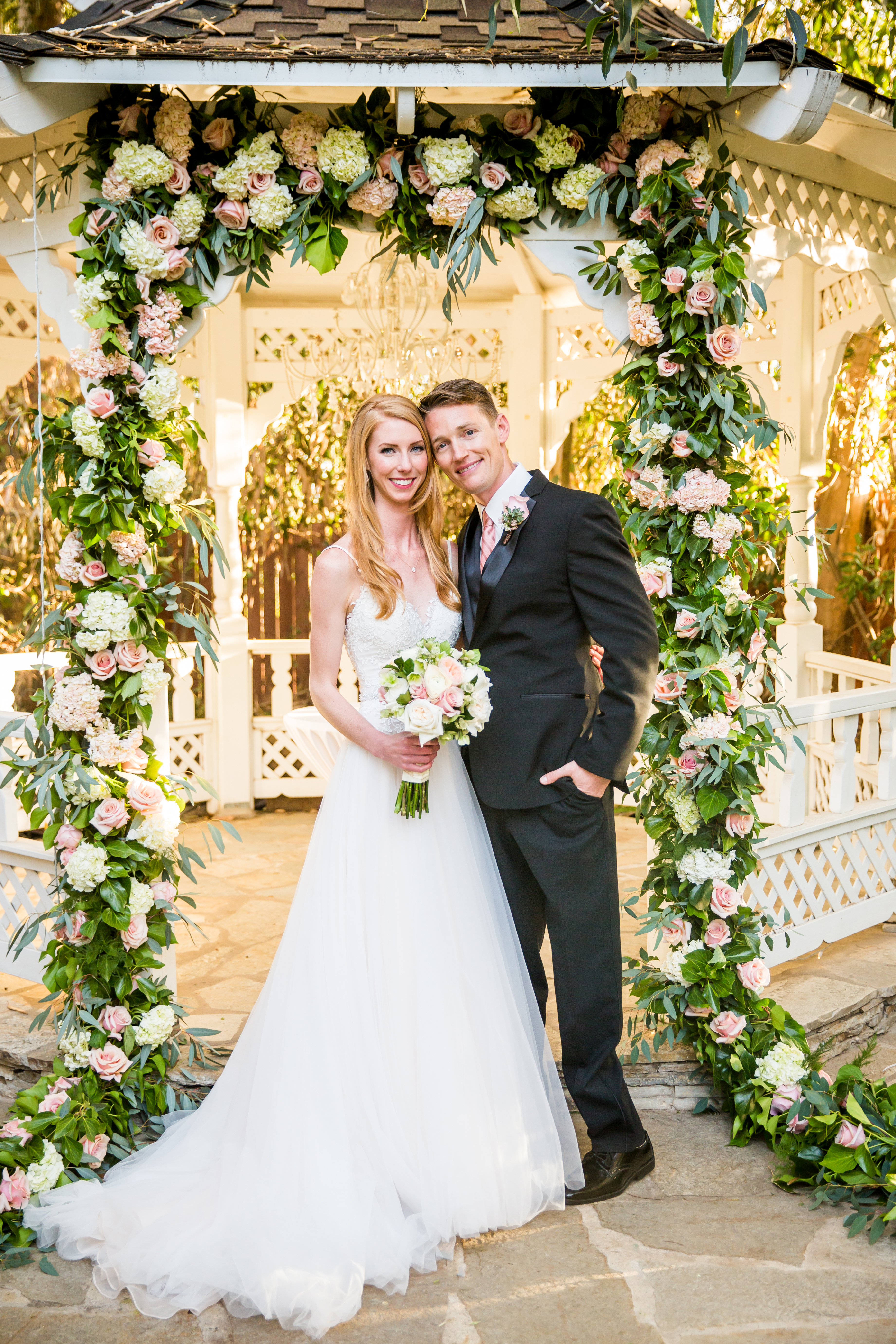 flowersbyazalea_Twin_Oaks_Garden_Estate_Romantic_Wedding_Blush_Pink_Flower_garland_Roses_hydrangea_