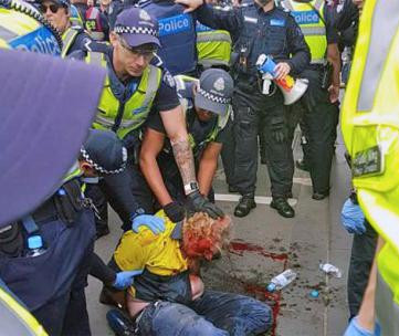 AUSTRALIA - Antifascists resist attacks by fascists and police