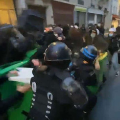 FRANCE - Students protest because of lack of health protection!