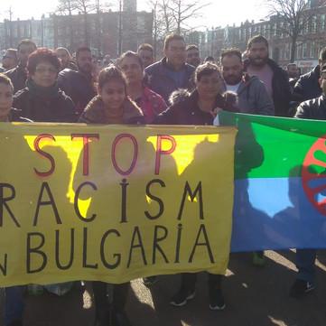 BULGARIA – Fascists attacking Roma neighborhood