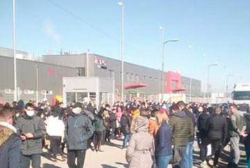 SERBIA - Workers on strike!