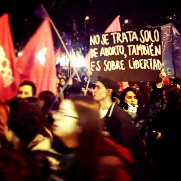 CHILE - Feminist demonstration attacked by fascists