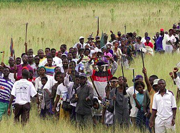 ZIMBABWE – Article on the question of land distribution to black peasants