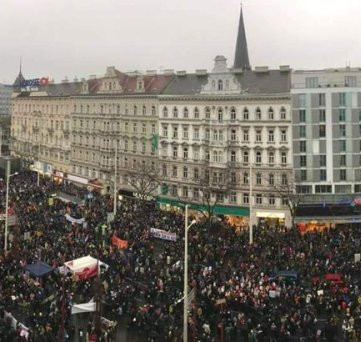 AUSTRIA - 70.000 against new government