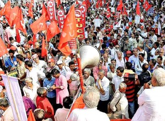 INDIA – Large protest of labor unions