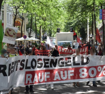 AUSTRIA - Lively demonstration to increase unemployment benefit