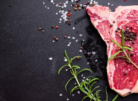 Sal grosso, fino ou entrefino: saiba como salgar a carne do churrasco