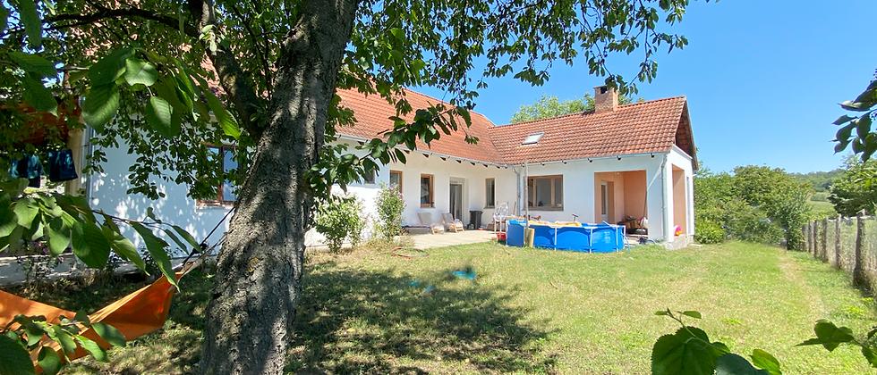 TV-20 - Idyllisch gelegenes Wohnhaus (Dorfrand) 3 Parzellen - Nähe  See  +1 Haus