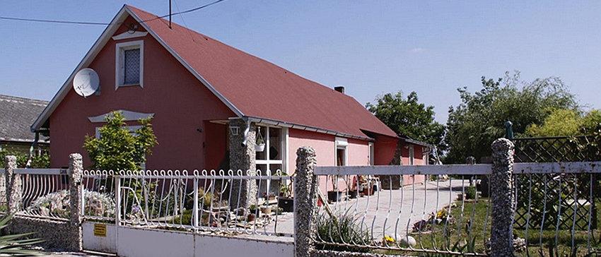 IR-12 - Wohn oder Ferienhaus mit einer seperaten 1.5 Zi. Einlegerwohnung...