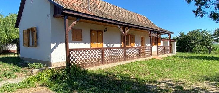 KR-22 -  Renoviertes Bauernhaus - 2'200 m2 Land - Fernsicht - 20 Min. v. See