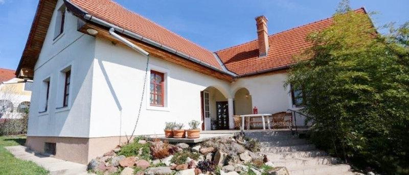 SB-77 - Exklusives Wohnhaus an schöner Lage...