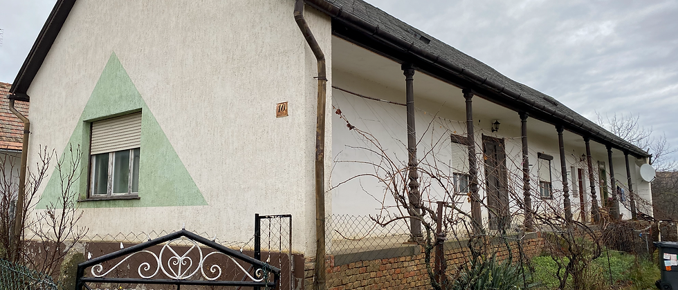 ST-10 - Bauernhof -120 m2 - Teilrenoviert -2500 m2 Land  - 15 Min. v.  Balaton