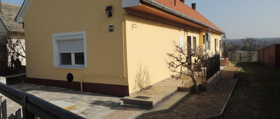 IG-10  - Komplet renov. Wohnhaus - 120 m2 WF  - Gargage - Thermalbad im Ort!