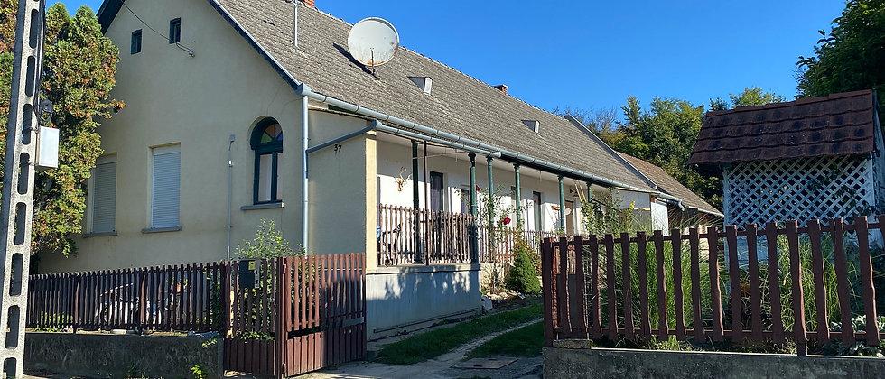 PA-30 - Renov. Bauernhaus - 115 m2 Wohnraum - 2500 m2 Land - 5 Min v. Thermalbad