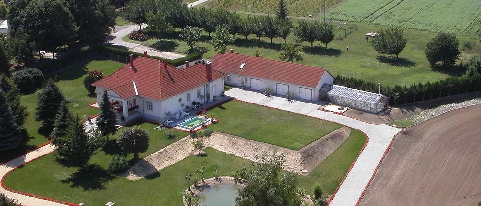 IR-80 - Neuer Preis! Exkl. Landhaus m. Pool, Tennis - 400 m2 WF - 10'000 m2 Land