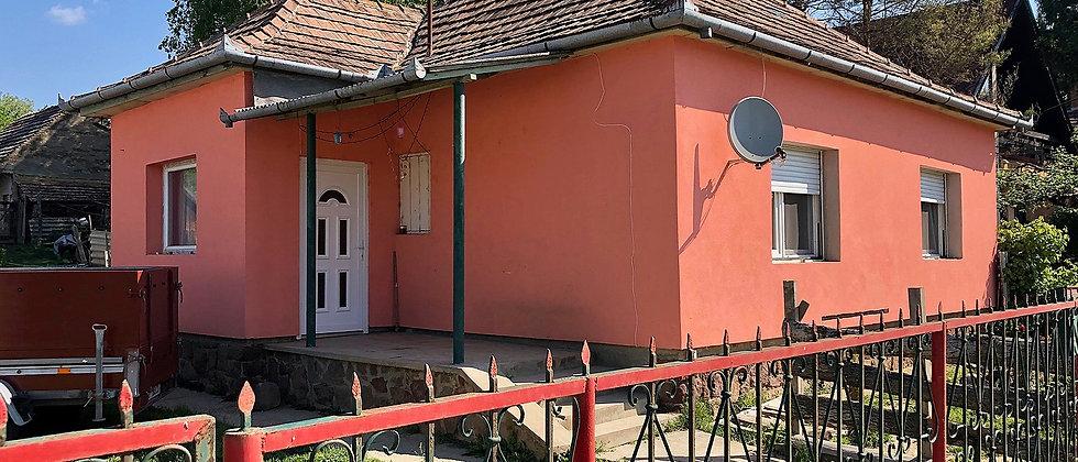 BM-70 - Teilrenov. 4-Zi. Wohnhaus - 2'500 m2 Land - 20 Min. vom See