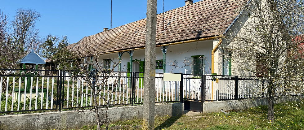 BM-10 - 3-Zi. Bauernhaus m. Loggia, sep. Zimmer - 4'500 m2 Land - 20 Min. v. See