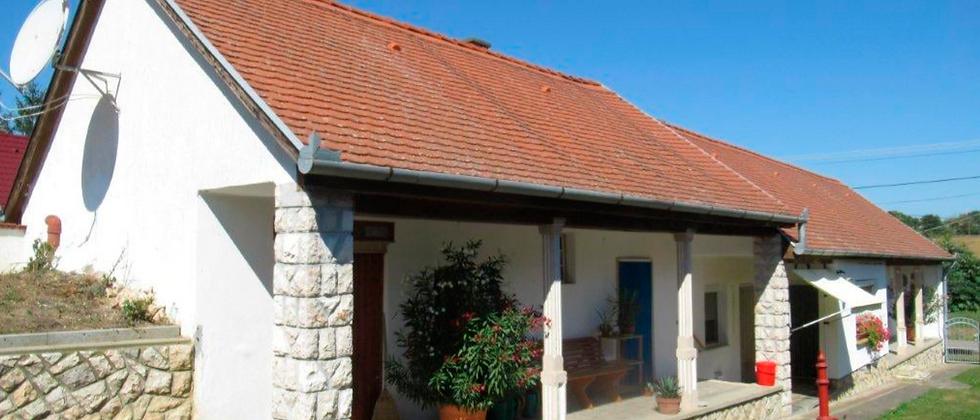 GD-77 - Bauernhaus renoviert - mit grosser Pergola -  schöne Lage - Nähe Mohacs