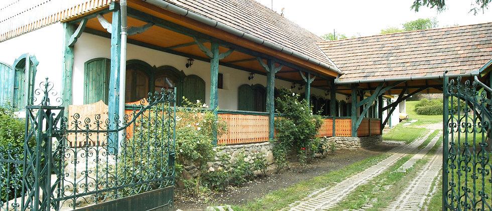 BO-55 - Renov. Bauernhaus - 4 Appartements - 9'200 m2 Land