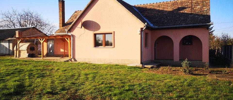 FG-07 - Günstiges Wohnhaus - Teilrenov. 120m2 WF / 3'200 m2 Land
