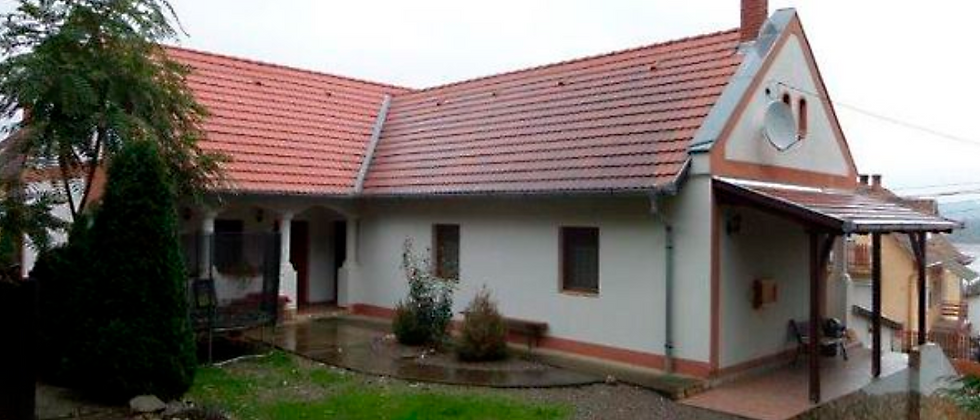 CT-10 - 190 m2 grosses Wohnhaus - 4.5 Zi.  - 1'690 m2 Land - 20 Min v. Pécs