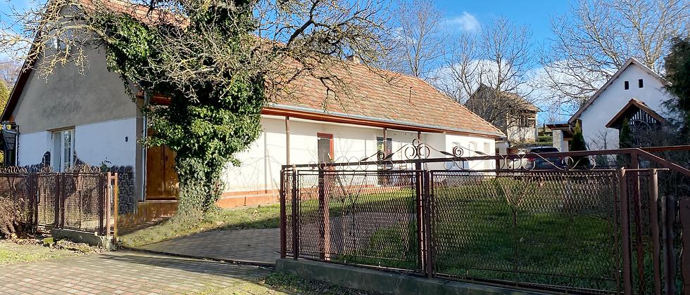 NG-77 - Renov. Bauernhaus - 90 m2 WF - 2'000 m2 Land - 20 Min. v. See