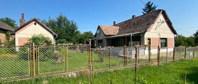 BM-99 -  Bauernhaus mit einem sehr schönen, breiten Eckgrundstück (3'500m2)