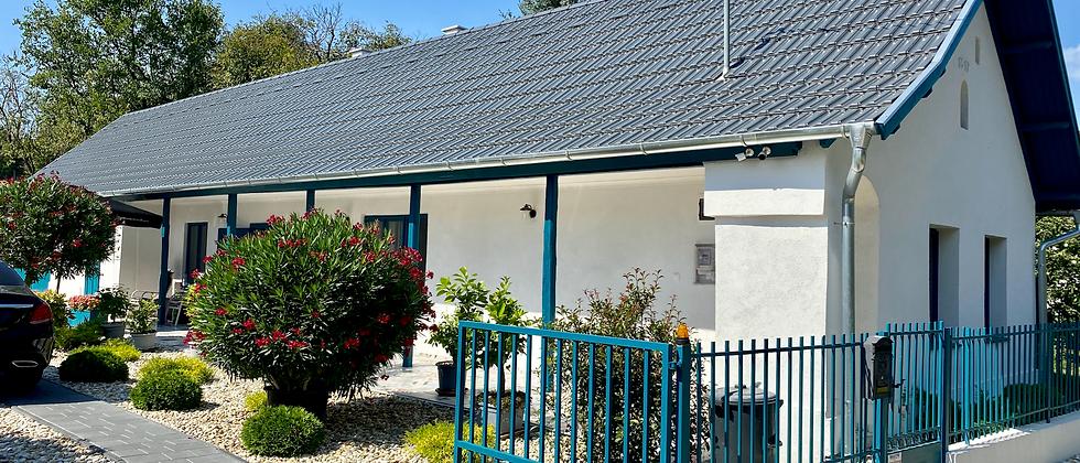 PS-50 - Geschmackvoll - modern u. exklusiv renoviertes Bauernhaus -10 Km v. See