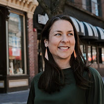 Laura Bergus headshot pedmall 2019_edite
