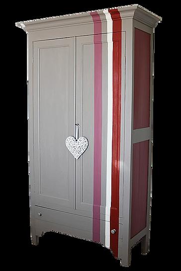 peinture de rayures sur une armoire