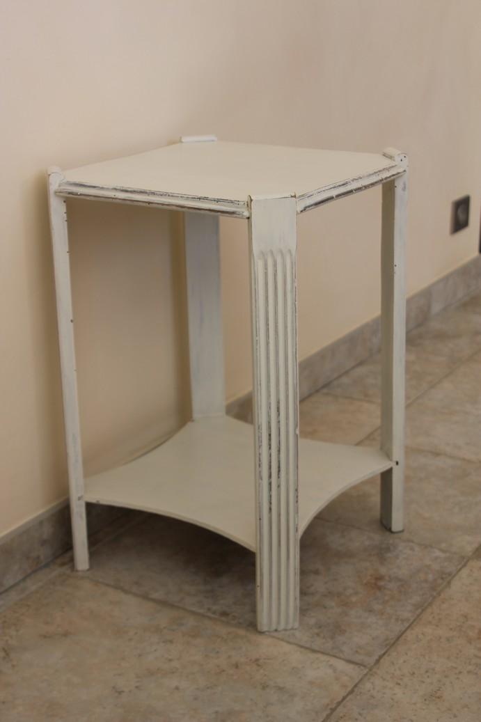 Table de nuit ivoire