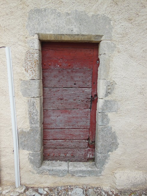 porte ocre rouge