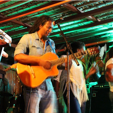 Live kenzi bar Mauritius.
