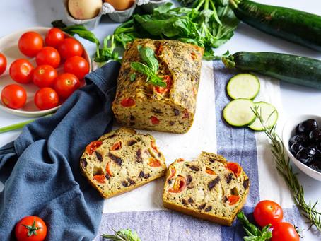 Cake salé aux tomates cerises, aux olives et à la courgette