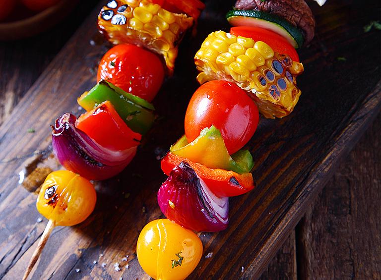 カラフルな マリネ野菜の ベジ串焼き
