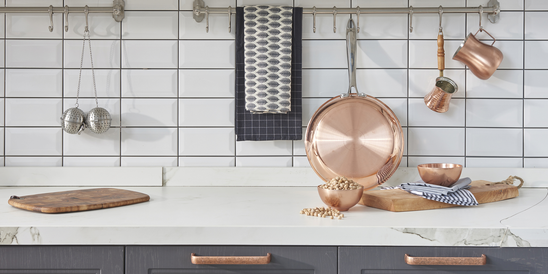 金属を組み合わせる、 新たなオープンプラン・キッチン