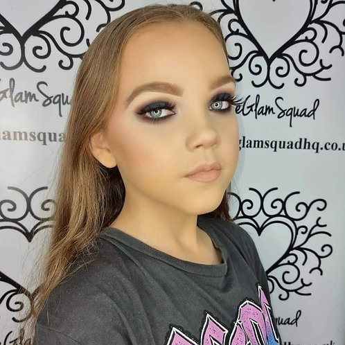 Recorded live beginner class Smokey eyes. With Diana