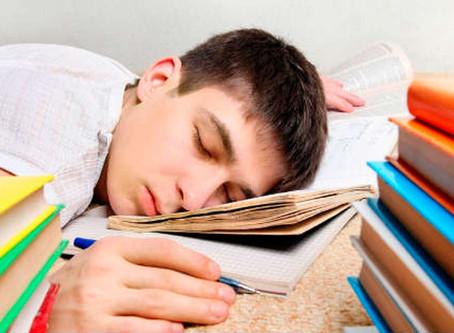 Cómo puede afectar la falta de sueño a tu estudio