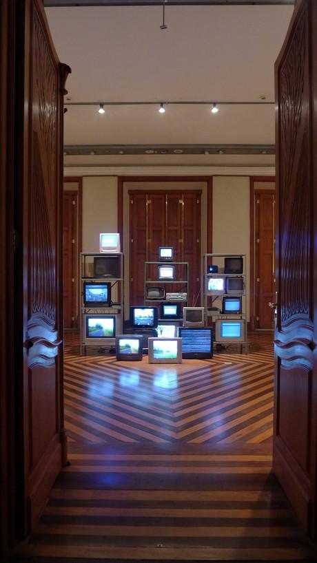 Sobre Saudades sem Lembranças para Televisores ou Saudações a Nam June Paik