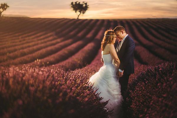 Mariage dans les lavandes.jpg