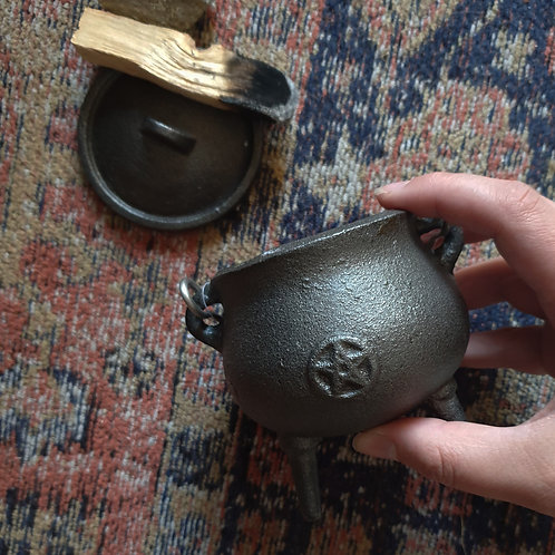 CAULDRON - CAST IRON 7cm