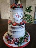 Nude cake aux fruits rouges pour mariage