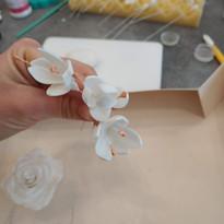 Fleur en gumpaste - fleurs de remplissage