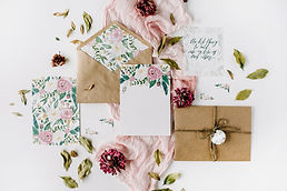 wedding invites with flowers and accesor