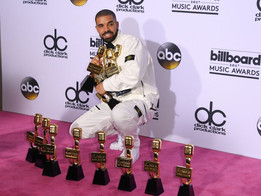 Billboard Music Award Winner Drake Breaks  Records