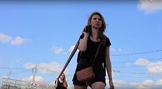 Katya Ev (ekaterina vasilyeva), Axe de révolution, performance, Moscow, 2014 (Революционная Ось)
